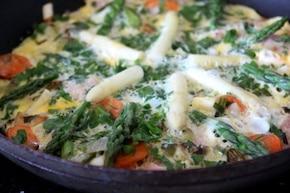 Omlet ze szparagami i szynką