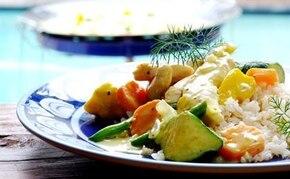 Orientalny kurczak z chrupiącymi warzywami