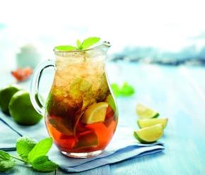 Orzeźwiająca herbata z miętą i limonką