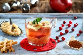 Owocowa herbata z pieczonym jabłkiem i cynamonem