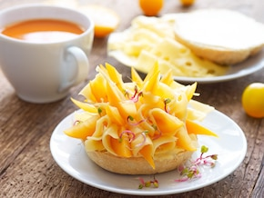 """Ozdobne kanapki z żółtym serem """"Słoneczko"""""""