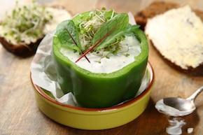 Papryka z twarożkiem ziołowym i grahamka