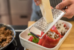Papryka faszerowana mięsem mielonym z piekarnika z parmezanem – krok 6