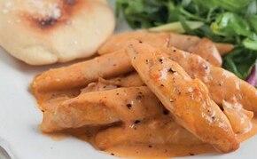 Paprykowy Stroganoff z kurczaka