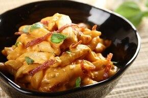 Penne po włosku z kurczakiem i salami peperoni