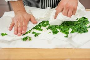 Pesto z jarmużu do chleba – krok 2