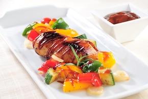 Pieczona pierś z kurczaka z warzywnym ratatouille