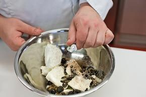 Pieczone pierogi z nadzieniem serowym – krok 2