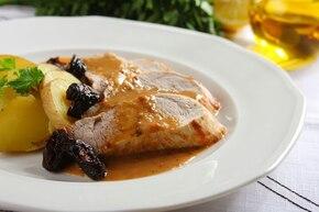 Pieczone polędwiczki wieprzowe z sosem śliwkowym