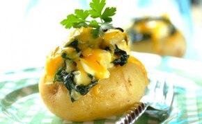 Pieczone ziemniaki ze szpinakiem i serem feta - VIDEO