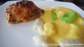 Pieczony kurczak z kopytkami w sosie brzoskwiniowym