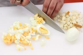 Pieczony kurczak z nadzieniem jajecznym – krok 1