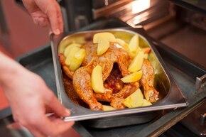Pieczony kurczak z ziemniakami – krok 3