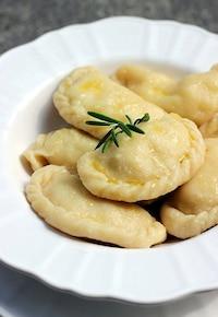 Pierogi z bryndzą, rozmarynem i ziemniakami