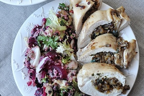 Pierś kurczaka faszerowana grzybami, serem i jarmużem