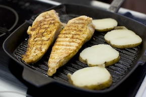 Piersi kurczaka z serem pleśniowym   – krok 6