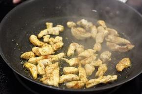 Pikantna sałatka z kurczakiem  – krok 1
