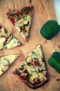 Pizza z papryka i serem