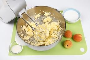 Placek serowy z morelami – krok 1
