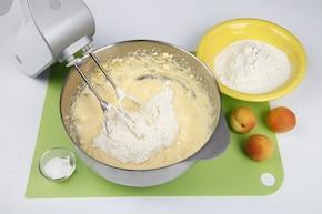 Placek serowy z morelami – krok 3