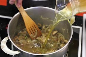 Placki po węgiersku z sosem grzybowym – krok 4