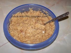 Placki ziemniaczane z sosem pieczarkowym i sałatką – krok 1
