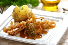 Polędwiczki wieprzowe duszone z cebulą i musztardą