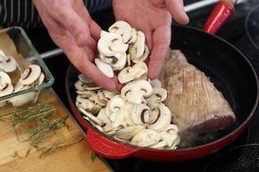 Polędwiczki wieprzowe w sosie pieczarkowym – krok 2