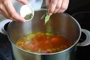 Zupa pomidorowa z makaronem – krok 5