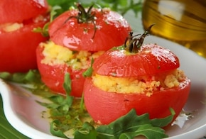 Pomidory faszerowane kuskus i serem feta