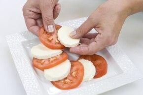 Pomidory z mozzarellą  – krok 3