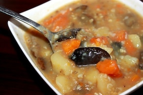 Pyszna zupa z kaszą i grzybami