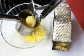 Pyzy z mięsem mielonym pachnące tymiankiem – krok 1