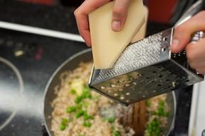Risotto z kurczakiem i zielonym groszkiem  – krok 5