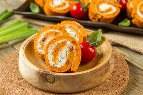Rolada pomidorowa z ziołowym serkiem