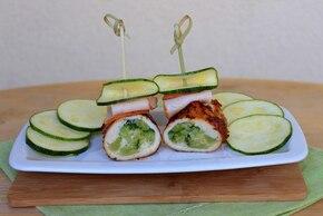Roladki drobiowe z brokułami i żółtym serem