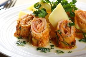 Roladki z kurczaka z szynką i serem – VIDEO