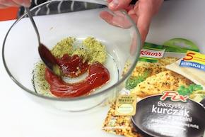 Roladki z kurczaka z szynką i serem – VIDEO – krok 1