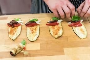 Roladki z bakłażana z czerwoną papryką i kozim serem – krok 2