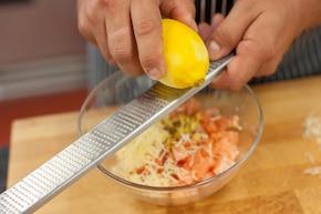 Roladki z bakłażana z łososiem zapiekane na warzywnym ragout  – krok 3