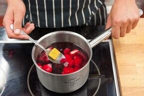 Różowa zupa buraczkowa z pajęczyną  – krok 3