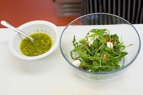 Sałatka z rukolą i mozzarellą – krok 3