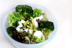 Sałatka brokułowo-fasolkowa