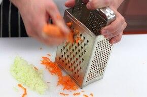 Sałatka coleslaw z kapusty pekińskiej – krok 2