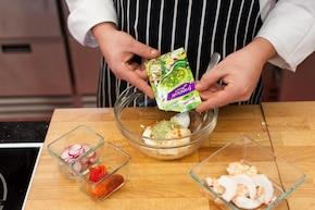 Sałatka Conchiglie z krewetkami – krok 2