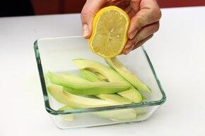Sałatka cytrusowa z awokado i jogurtem – krok 2