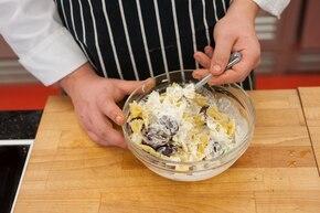 Sałatka z winogronami i serem pleśniowym – krok 2