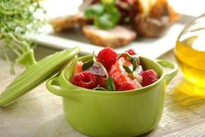 Sałatka pomidorowa z malinami do obiadu