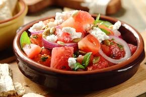 Sałatka z arbuzem i serem owczym
