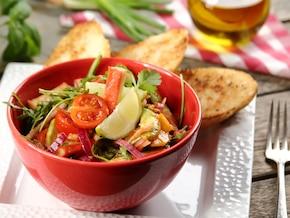 Sałatka z awokado i surimi